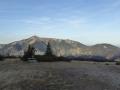 Weg zur Bergstation im Hintergrund der Schneeberg