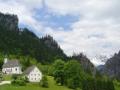 Die Kirche in Johnsbach mit dem bekannten Bergsteigerfriedhof