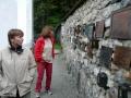 Gedenktafeln an der Friedhofsmauer