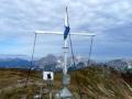 Gipfelkreuz Leobner mit der Hochtorgruppe im Hintergrund