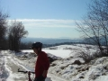 Der erste Frühlingstag lockt auch Moutainbiker auf den Bisamberg. Die Aussicht reicht bis zum Schneeberg
