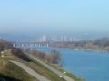 Im Hintergrund die Skyline von Kaisermühlen und der Kahlenberg