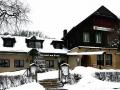 Etappenziel: Häuserl am Roan am Dreimarkstein. Von hier kann man auf der grünen Markierung nach Salmannsdorf absteigen