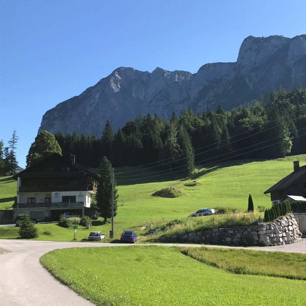Gasthof Trisselwand, dahinter der Gipfel