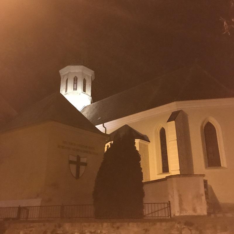 Pfarrkirche Gumpopldskirchen und Deutschordensschloss