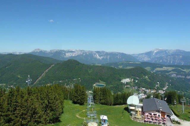 Blick vom Hirschenkogel zu Rax und Schneeberg