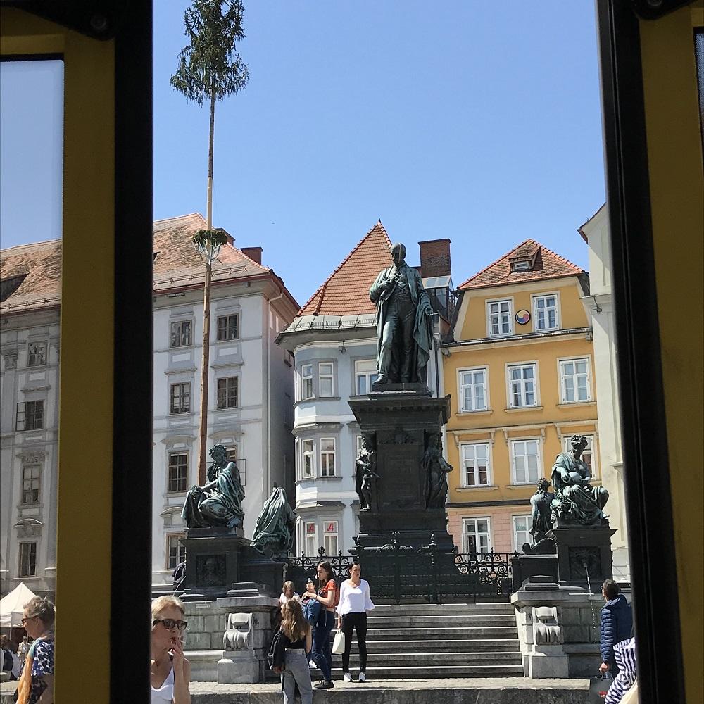 Mit der Straßenbahn über den Grazer Hauptplatz