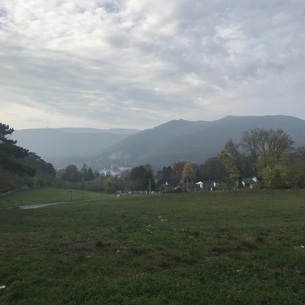 Blick vom Parkplatz Liechtenstein zu unserer Tour auf den Husarentempel