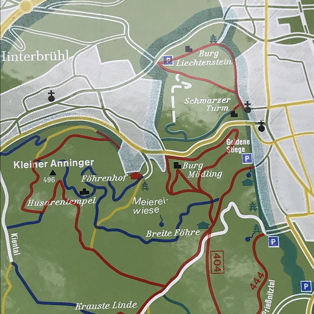 Orientierungstafel Naturpark Föhrenberge