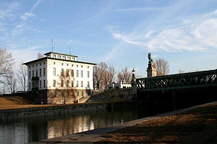 Die-Wehr-und-Schleusenanlage-am-Beginn-des-Donaukanals-ist-eines-der-Meisterwerke-Otto-Wagners