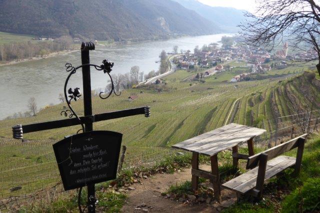 Aussichtsplatz-mit-Blick-auf-Dürnstein