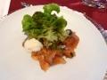 Hausgebeizte Lachsforelle mit Salatbouquet