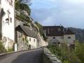 Zurück in Dürnstein. Hauptstraße beim Schloss