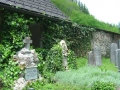Berühmte Bergsteiger wie der Eiger-Nordwand-Erstbesteiger Fritz Kasparek und der Raxmaler Gustav Jahn (im Bild sein Grab) liegen hier genauso begraben...