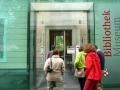 Eingang Museum mit der weltberühmten Bibliothek