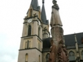 Stiftskirche mit der Hemmastatue